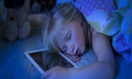 Bahaya Tidur Dengan Ponsel