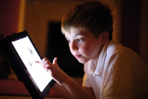 tips-sederhana-mengatasi-anak-yang-kecanduan-bermain-gadget