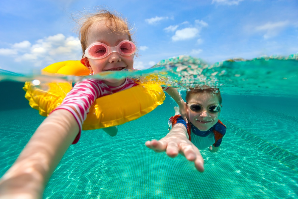 manfaat-berenang-untuk-bayi
