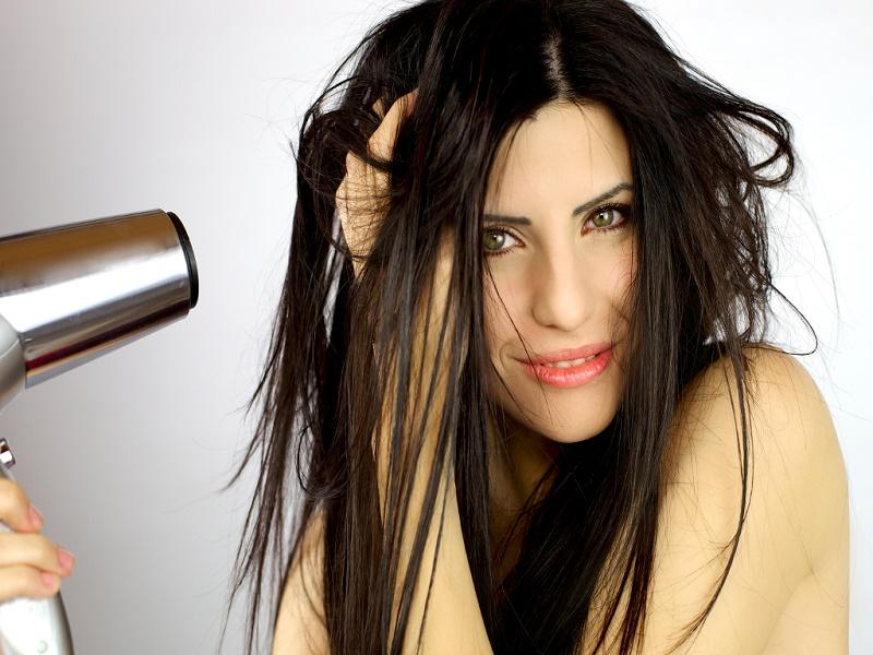 Mitos Kebiasaan Merawat Rambut (2)