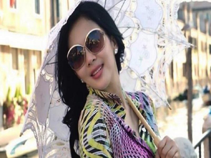 Artis Indonesia Dengan Fashion Unik