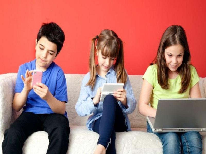 Efek Negatif Gadget Pada Anak