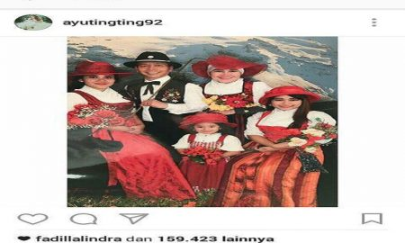 Keluarga Ayu Ting-Ting Liburan Ke Eropa