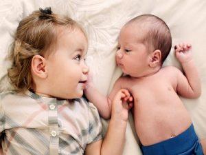 Mengatasi Cemburu Anak Pada Adiknya yang Baru Lahir.2