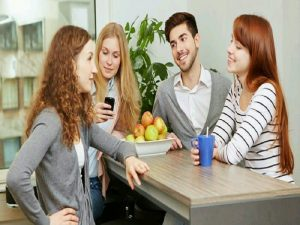 Tips Bersosialiasi dengan Rekan Kerja