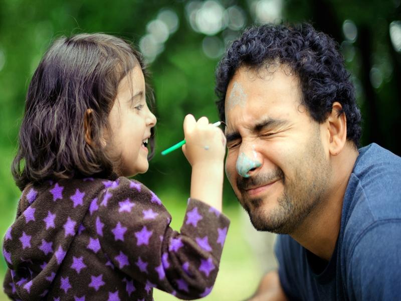 Tips Jadi Orang Tua Humoris Bagi Anak.2