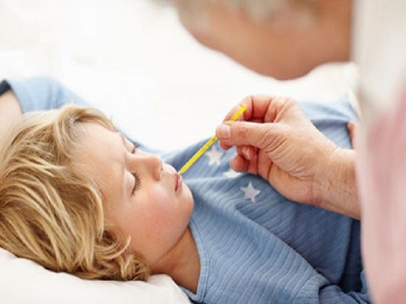 Tips Meredakan Demam Anak dengan Cara Alami
