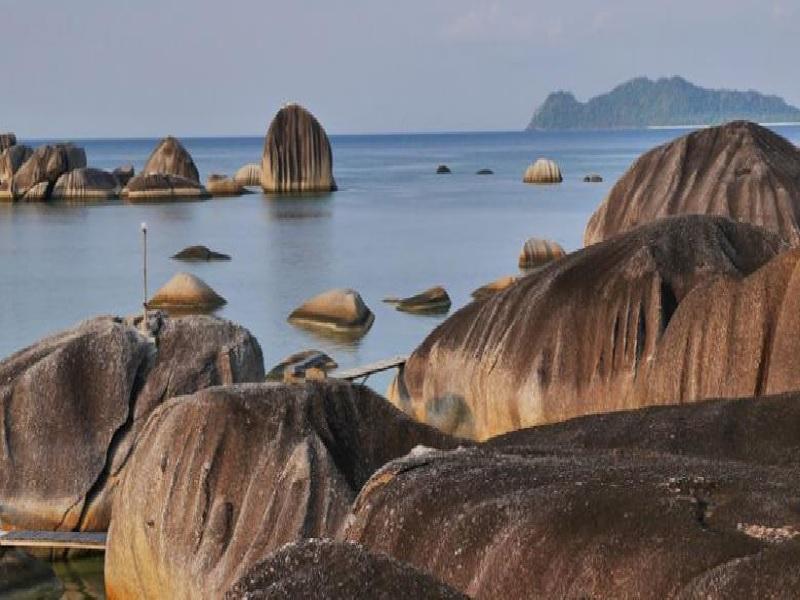 Alif Stone Park Dan Misteri Batu Megalitik Di Pantai Natuna