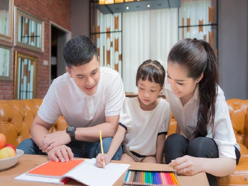 Aturan Penting Membantu Anak Mengerjakan PR