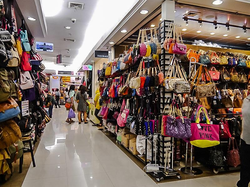 Kebiasaan Aneh Orang Indonesia Ketika Belanja