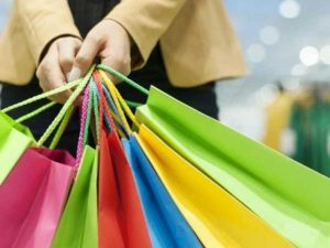Selebriti Indonesia Yang Dikenal Gila Belanja