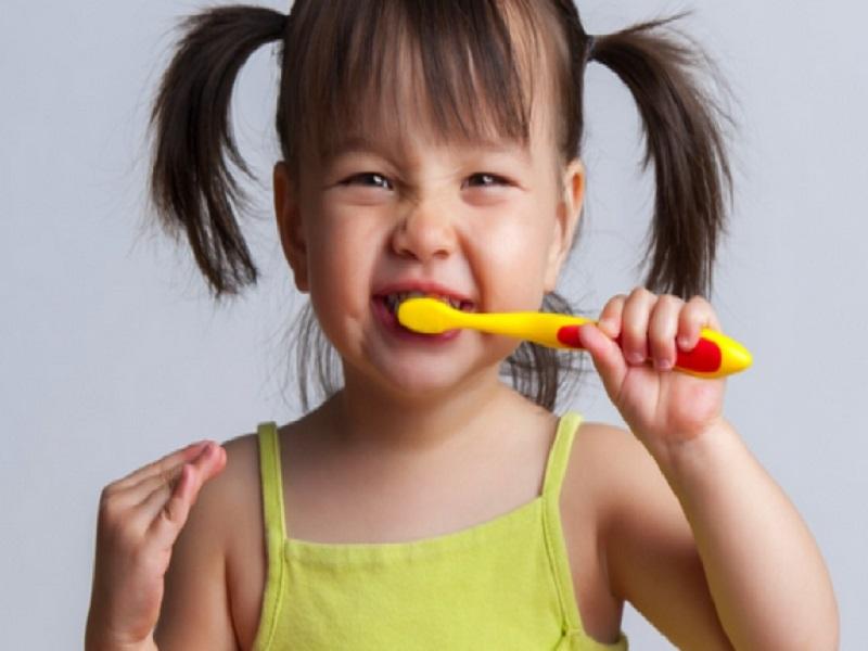 Tips Melatih Anak Rajin Sikat Gigi
