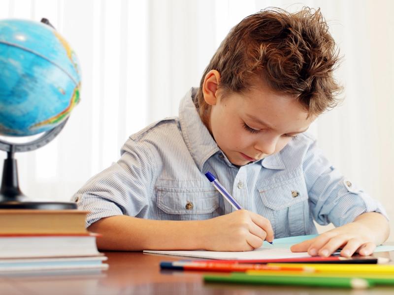 Tips Membuat Anak Rajin Mengerjakan PR