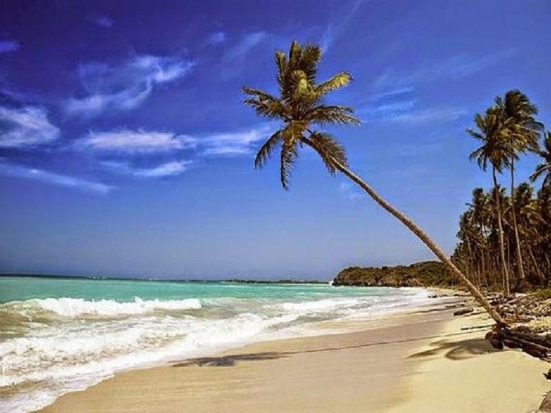 pantai menjadi tempat favorite banyak orang