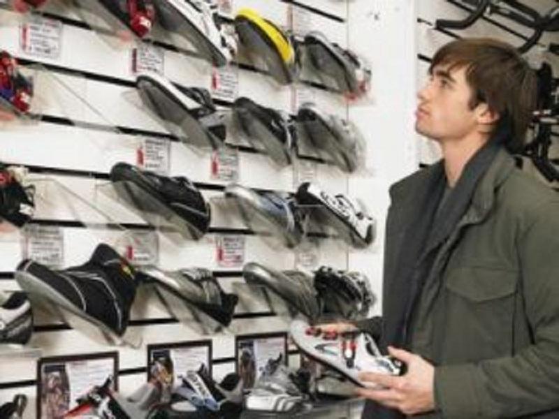 tips berbelanja sepatu bagi pria