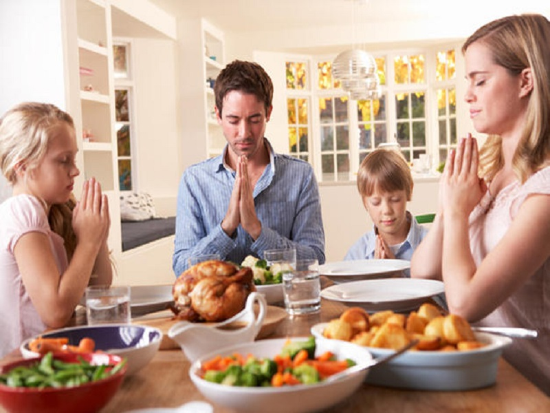 Tips Mengajak Anak Buka Bersama