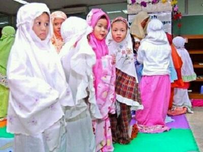 Tips Mengajak Anak Sholat Tarawih 3