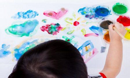 Kiat Bantu Lepaskan Emosi Negatif Anak Lewat Seni