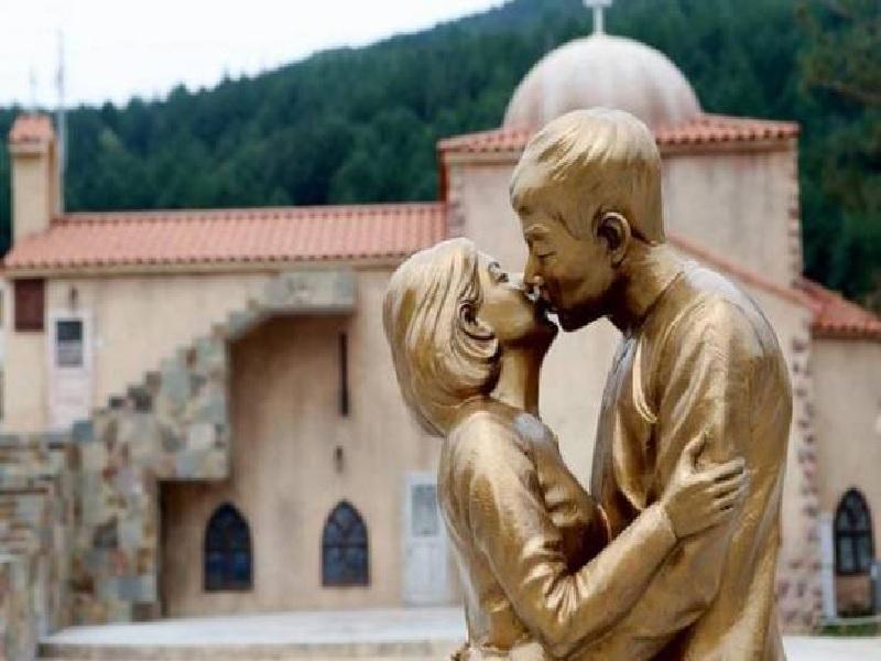 Patung Song Joong Ki dan Song Hye Kyo Jadi Tempat Wisata Populer