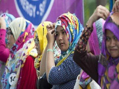 Tips Fashion Hijab Menarik Ala Ivan Gunawan