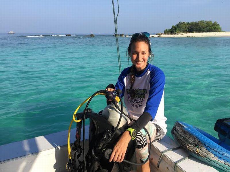 Tips Traveling Mengalahkan Kesibukan  Ala Nadine Chandrawinata