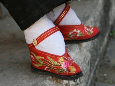 3 Fashion Paling Menyiksa Di Dunia