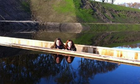 Ajaib! Jembatan Ini Seperti Membelah Air Yang Tak Pernah Tenggelam