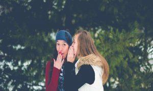 Alasan Perlu Mendengarkan Nasehat Sahabat Tentang Hubunganmu