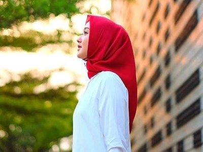 Gaya Fashion Selebriti Indonesia Menyambut Kemerdekaan