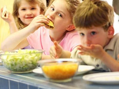 Jangan Sampai Kekurangan Nurtrisi! Ini Cara Ajak Anak Mau Makan Daging Di Pesta Idul Adha