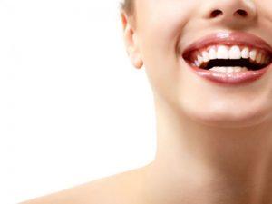 Rahasia 3 Artis Merawat Gigi Mereka