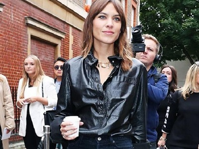 Deretan Selebritas Yang Tampil Stylish Di London Fashion Week