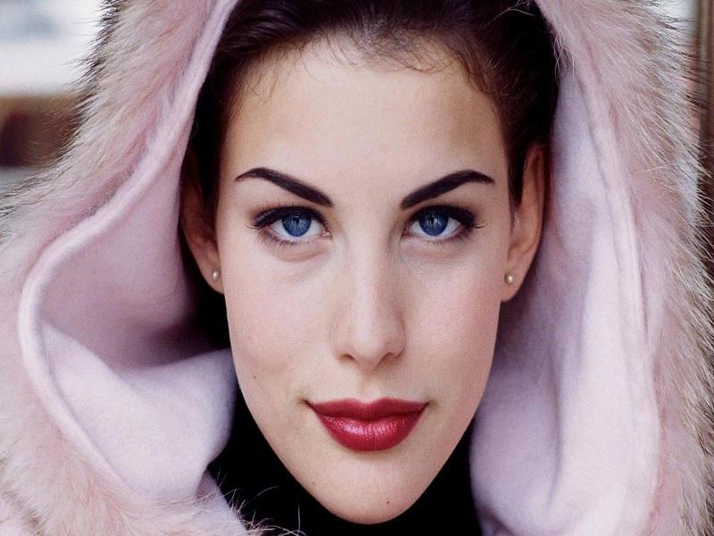 Siapa Sangka, Wanita Cantik Ini Anak Bitang Rock Dunia