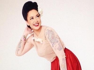 Gaya Vintage Claudia Adinda Yang Bikin Derby Romero Jatuh Cinta